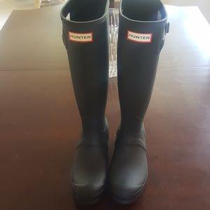 Hunter Tall Black Rubber Rain Boots. Size 6